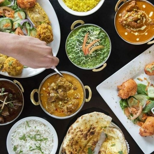 Curry cravings don't just go away by themselves. Luckily, we've got Spice Paradise! Come in for an unforgettable meal tonight. . . . #spiceparadise #byISPT #lakelands #indianfood #dinner #indiancuisine #curry #butterchicken #naan