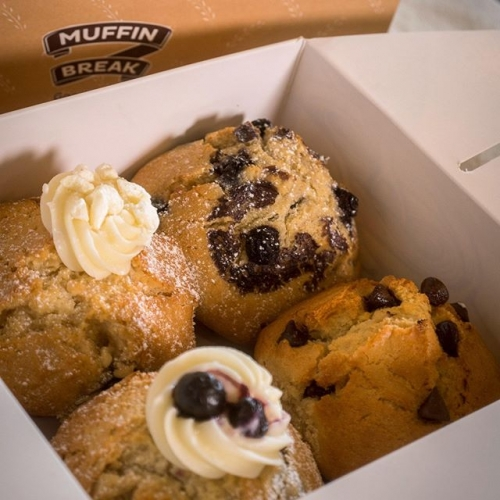 Share the love with a box of your favourites from @muffinbreak! . . . #byISPT #muffinbreak #muffins #yum #lakelands #friends #coffee