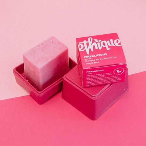 Each Pinkalicious shampoo bar is the equivalent of 3 bottles! Plus, they're grapefruit and vanilla scented 😍 Find them in store at @pricelineau . . . #byISPT #priceline #ethique #pinaklicious #shampoobar #beauty #ethical #vegan #sustainable #lakelands