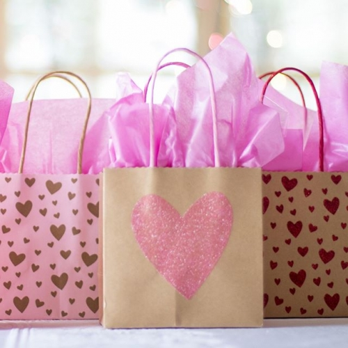 Pick up a special gift for your special someone at our Valentine's Markets 💕 With free face painting and children's crafts, this is an event the whole family will enjoy!The markets are on: Saturday 9th February, 9am – 4pm Sunday 10th February, 10am – 4pm . . . #lakelands #lakelandsshoppingcentre #valentines #markets #marketday #shopping #gifts #facepainting #family #familyactivity #byISPT