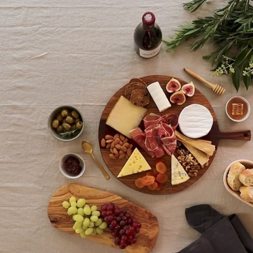 Sweet dreams are made of cheese. Who are we to diss a brie? Head into @colessupermarkets today to create the ultimate artisan platter! . . . #platter #plattergoals #cheeseplatter #lakelands #coles #grazingplatter #byISPT
