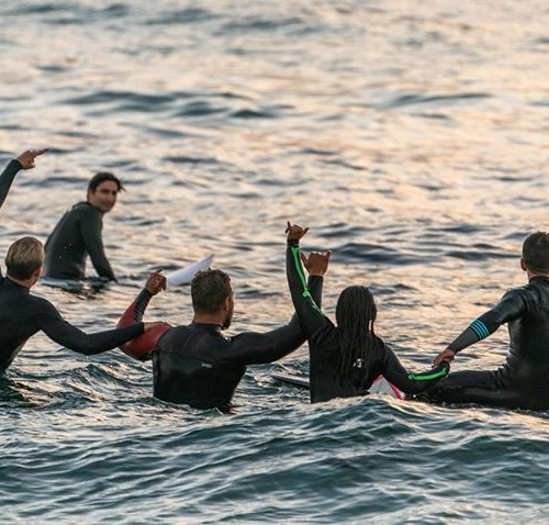 A drop in temperature means it's time to drop into @_destinationsurf 🌊 Get expert advice when it comes to finding the best wetsuit to keep you surfing all year round. . . . #surfing #surfboards #wetsuits #destinationsurf #lakelands #lakelandsshoppingcentre #byISPT