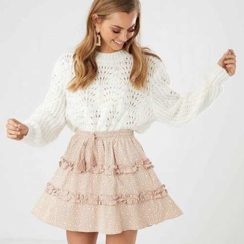 You can't go wrong pairing fluffy knits with frilled skirts. 😍 Check out what's new in-store at @allyfashion! . . . #lakelands #lakelandsshoppingcentre #allyfashion #autumnfashion #outfit #byISPT