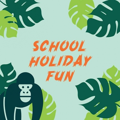 Breaking news ⚡There's a life-sized gorilla on the loose and he's roaming the centre! Find him to join in on this school holiday's FREE fun. View the schedule today: http://bit.ly/SchoolHolidaysLakelands . . . #lakelands #lakelandsshoppingcentre #schoolholidays #schoolholidayfun #byISPT